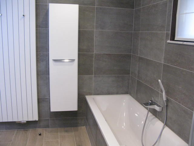 Badkamerrenovatie te westerlo ecolep - Betegelde ensuite marmeren badkamers ...