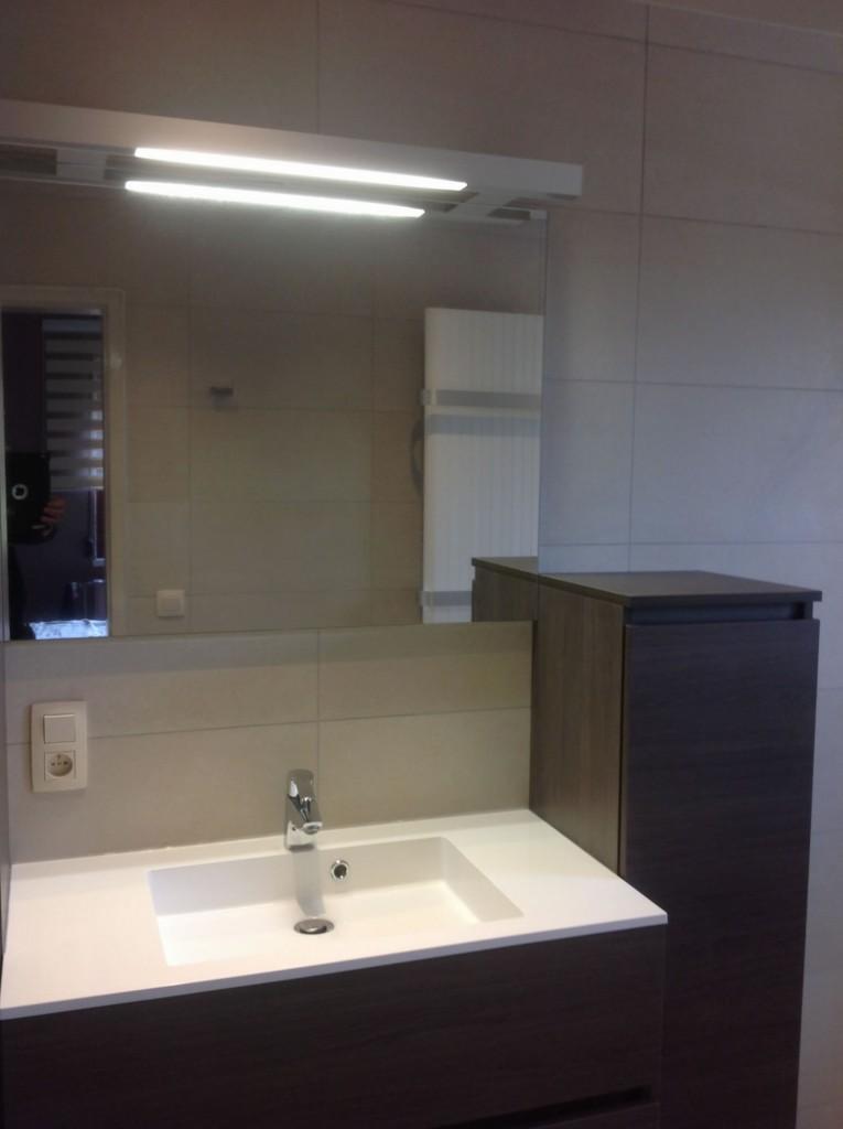 Renovatie badkamer genk badkamerrenovatie met inloopdouche en ophangtoilet te diepenbeek - Renoveren meubilair badkamer ...